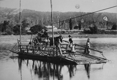 Crossing the Manawatu River by punt, Ashhurst